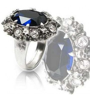 Bague A dark engagement