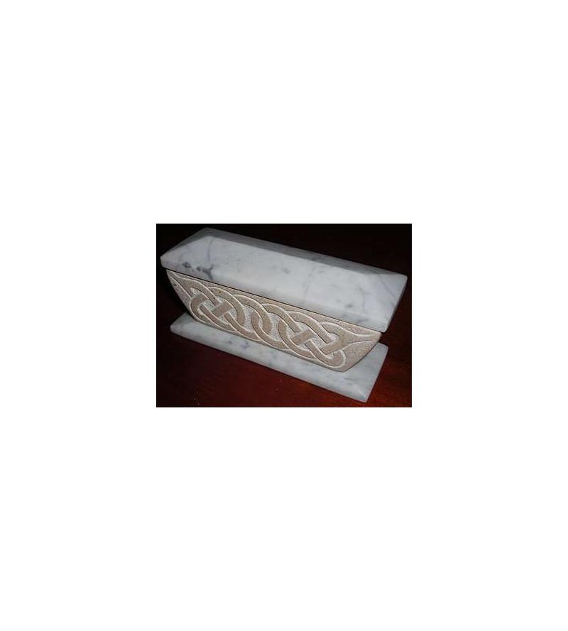 Boîte longue en marbre blanc et pierre Saint Marc