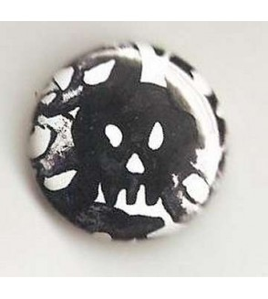 Badge blanc linogravure crânes