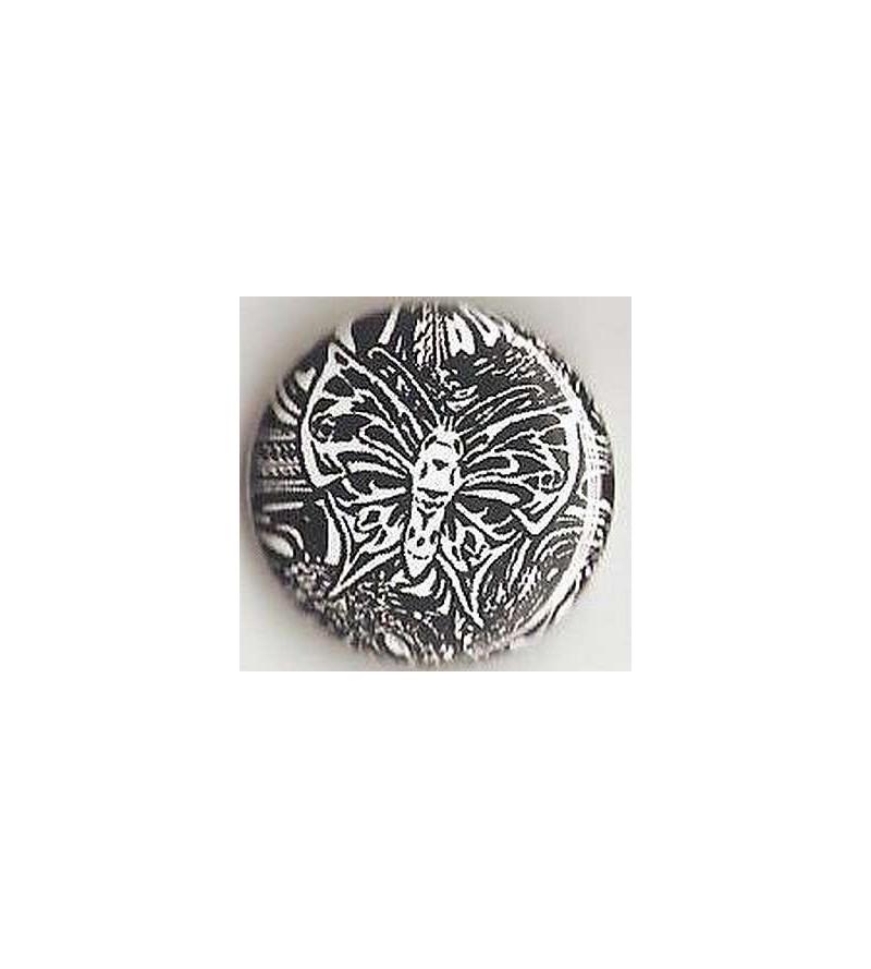 Badge Papillon blanc – fond noir et blanc
