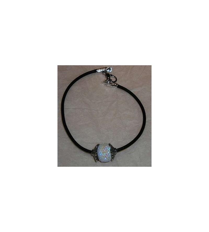Bracelet avec perle blanche