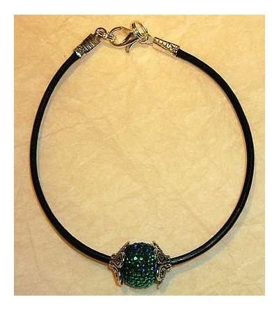 Bracelet avec perle bleue