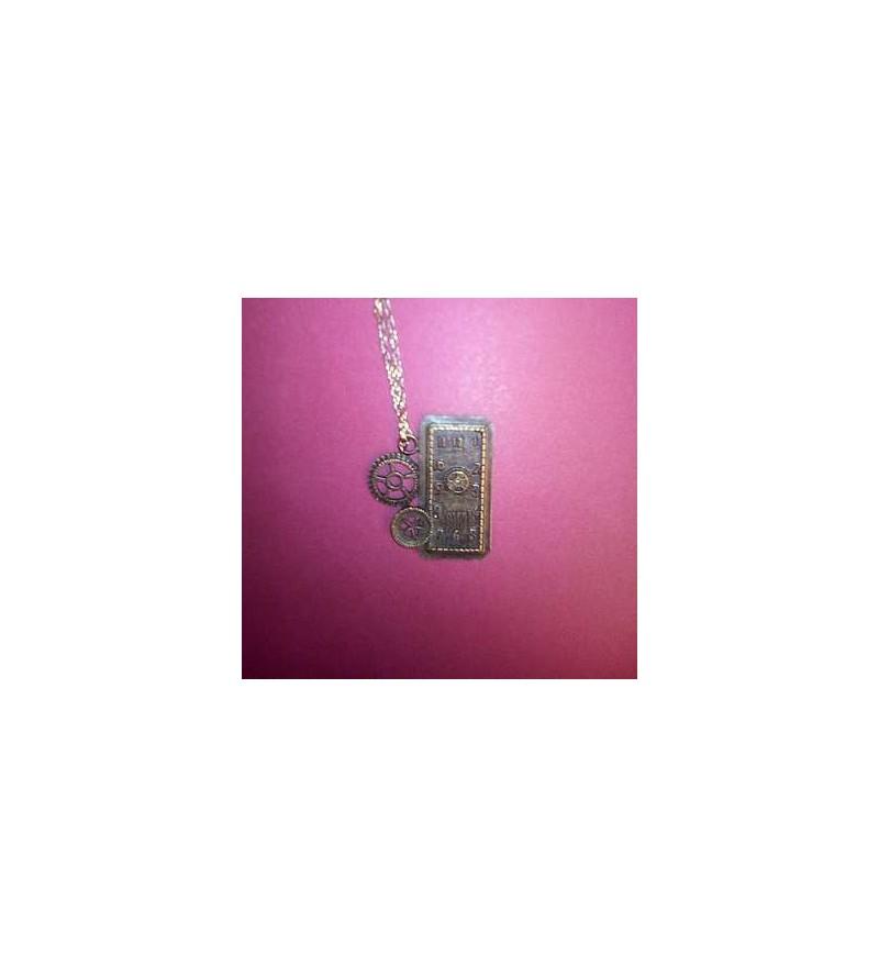 Collier cadran rectangulaire et rouages