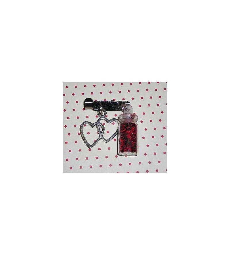 Broche fiole rouge et noire avec cœur