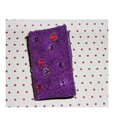 Broche livre en cuir violet façon grimoire