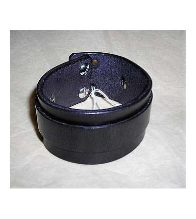 Bracelet en cuir noir avec une lanière décorative