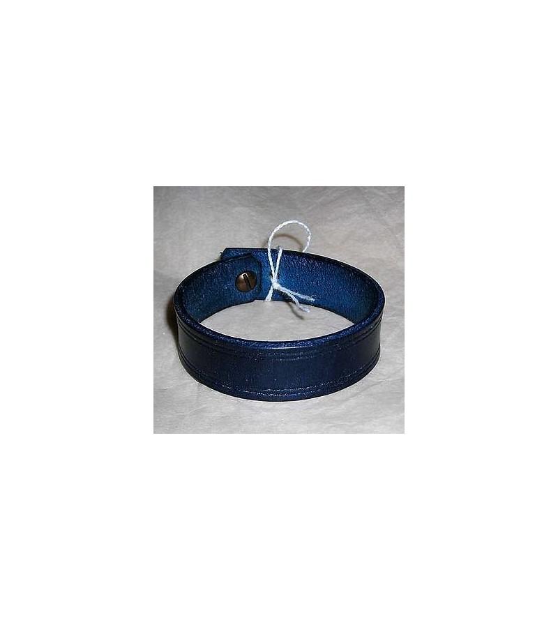 Bracelet en cuir bleu foncé gravé