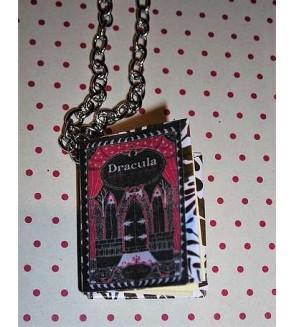 Collier livre en cuir Dracula