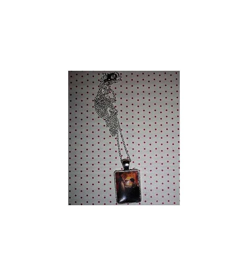 Collier cabochon Choix de bijoux sous la lampe de Marcel Rieder