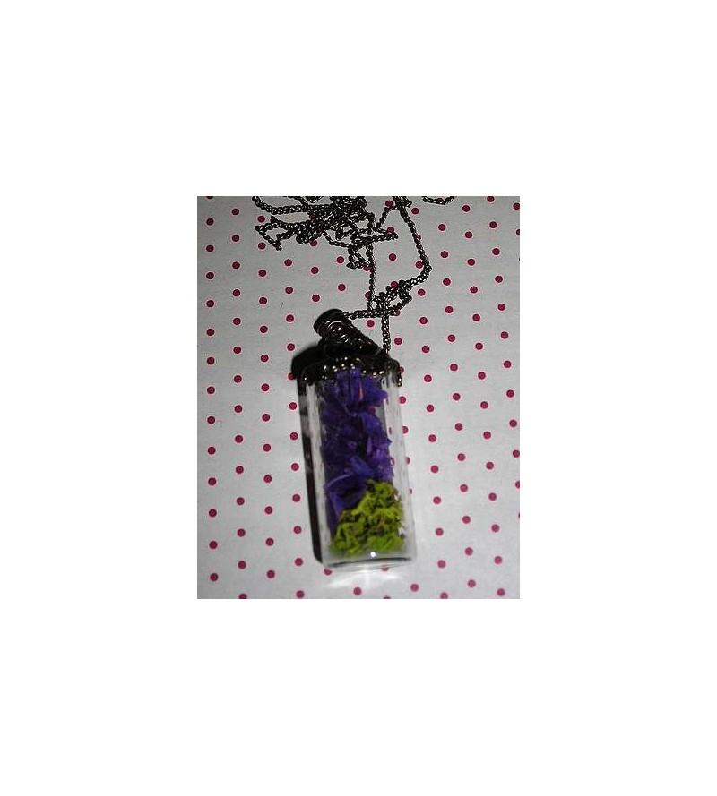 Collier fiole droite fleurs violettes et mousse