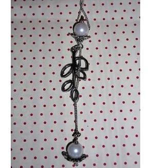 Collier asymétrique Feuille et perles