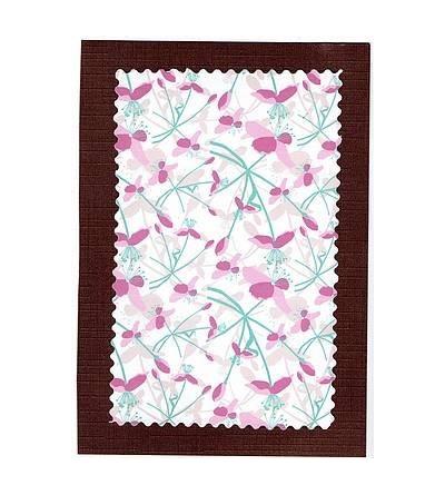 Carte postale marron et fleurs bleues/roses