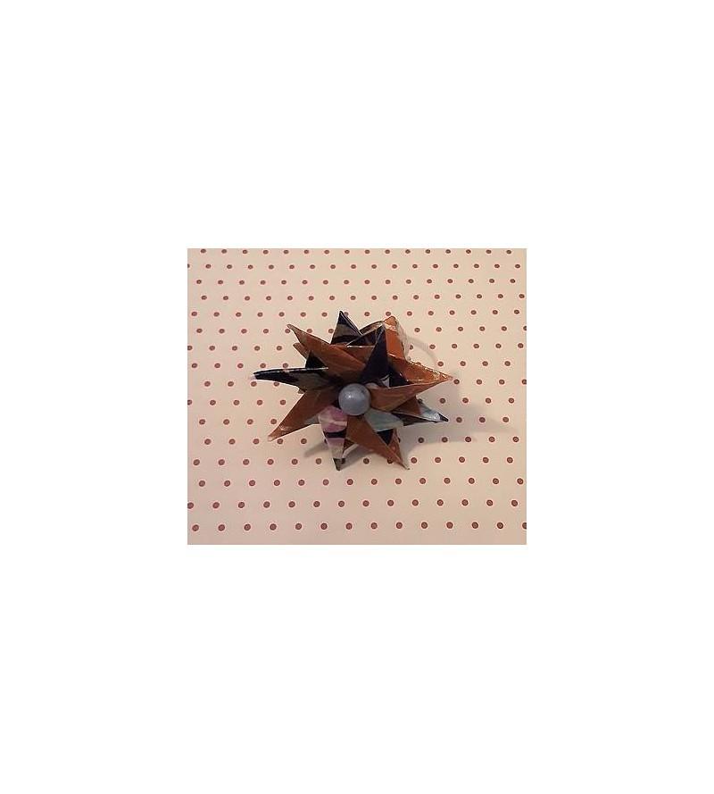 Bague en origami Fleur marron et perle bleue