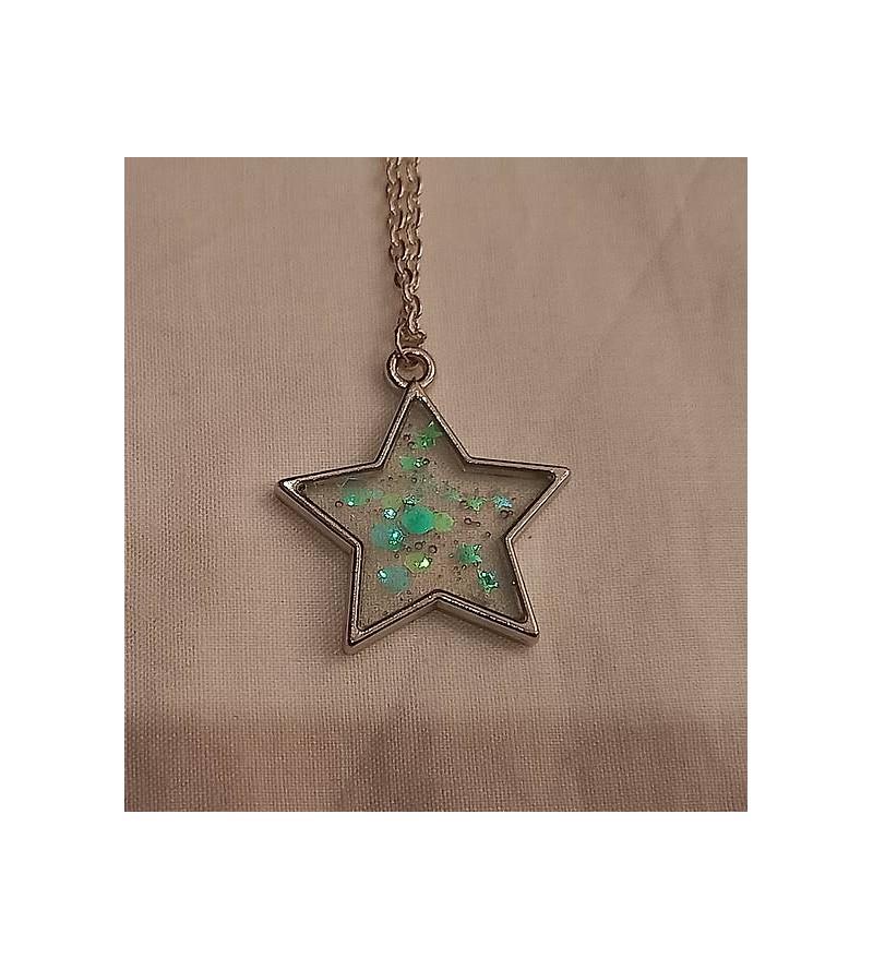 Collier étoile de résine à...