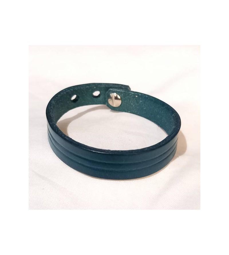 Bracelet fin strié en cuir...
